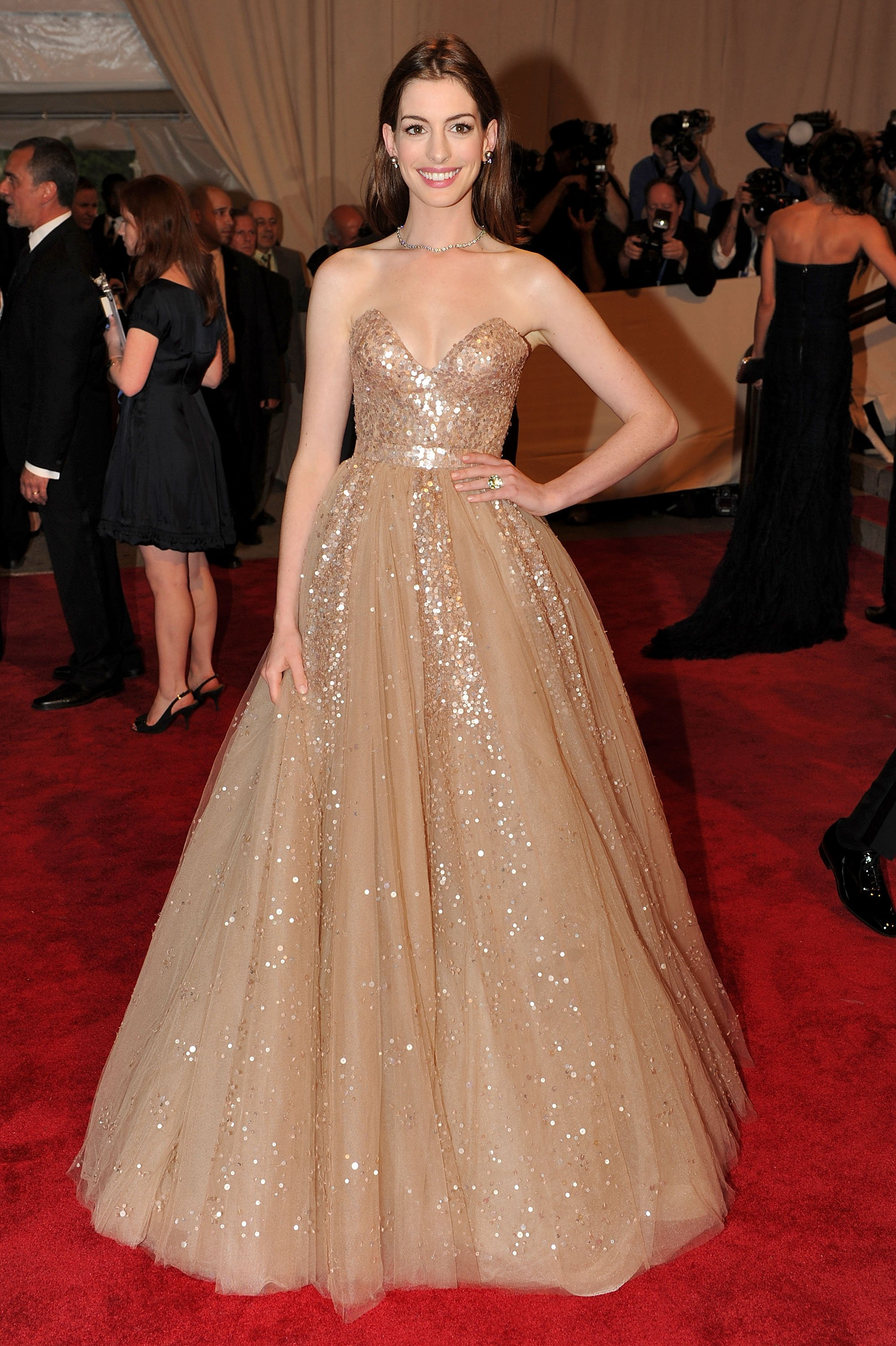 anne hathaway at met gala canadian beauty. Black Bedroom Furniture Sets. Home Design Ideas