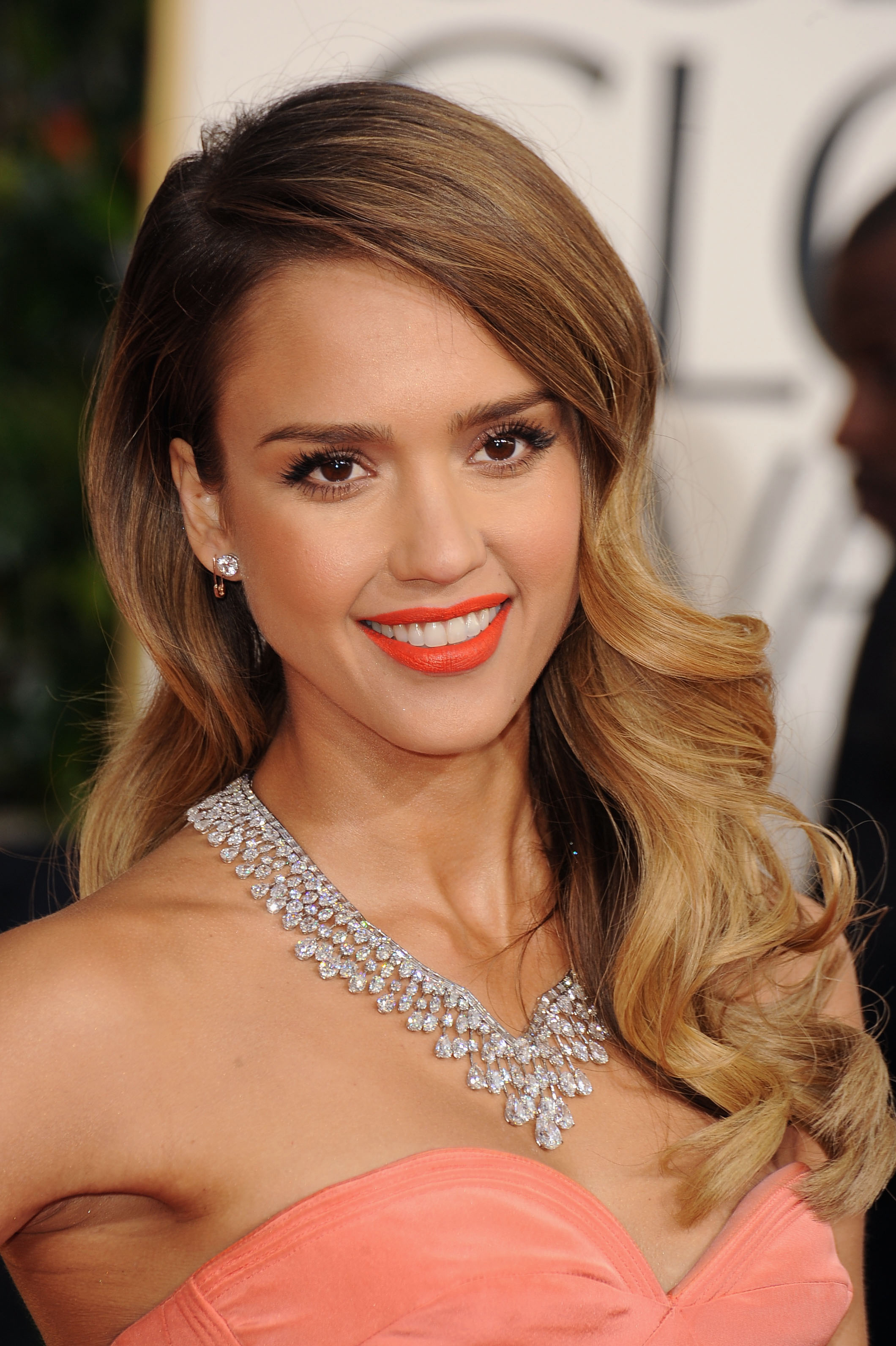 how to jessica alba at the 2013 golden globes canadian